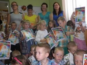 Nagrody i dyplomy za czytelnictwo oraz podziękowania za życzliwość, ofiarność i wsparcie okazane Bibliotece Publicznej w Krajnie